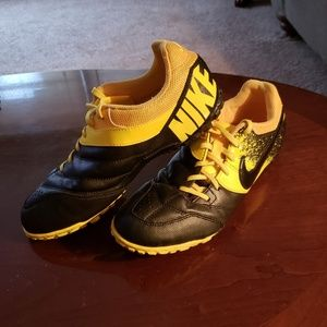 Cleats/turf shoes